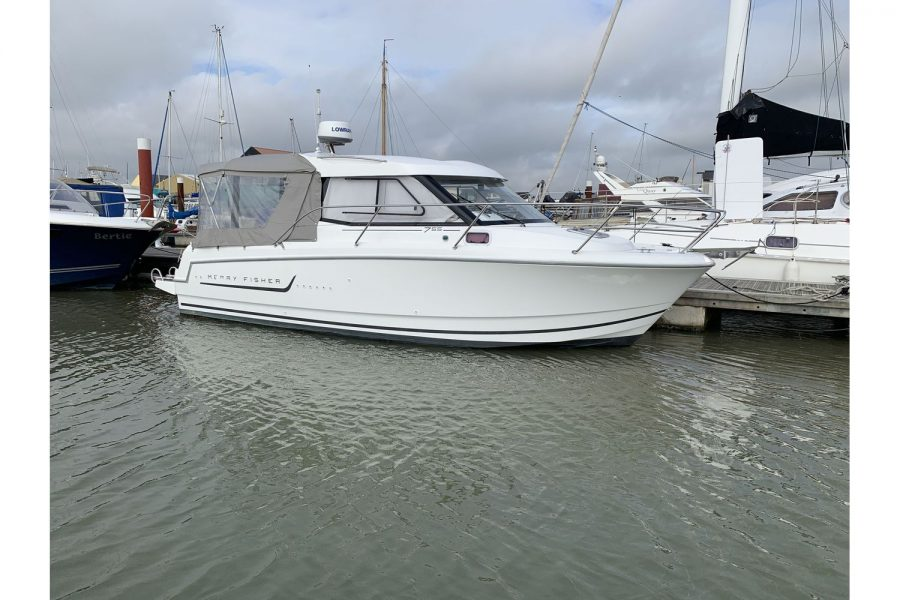 Jeanneau Merry Fisher 755 - on a pontoon - starboard side bow