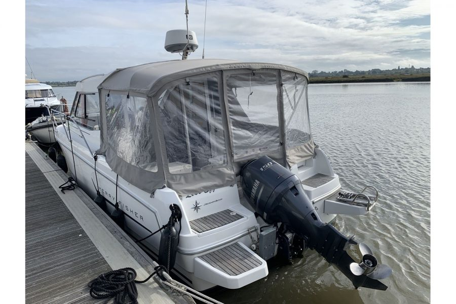 Jeanneau Merry Fisher 755 - on a pontoon - transom and outboard engine