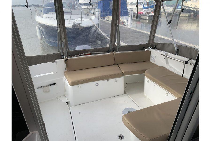 Jeanneau Merry Fisher 755 - aft U shape seating