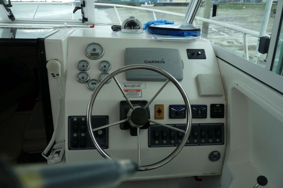 Sportcraft 302 - fishing boat - helm position