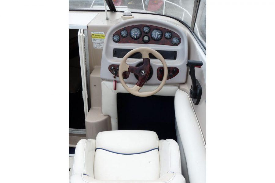 Monterey 235 Cuddy - helm position