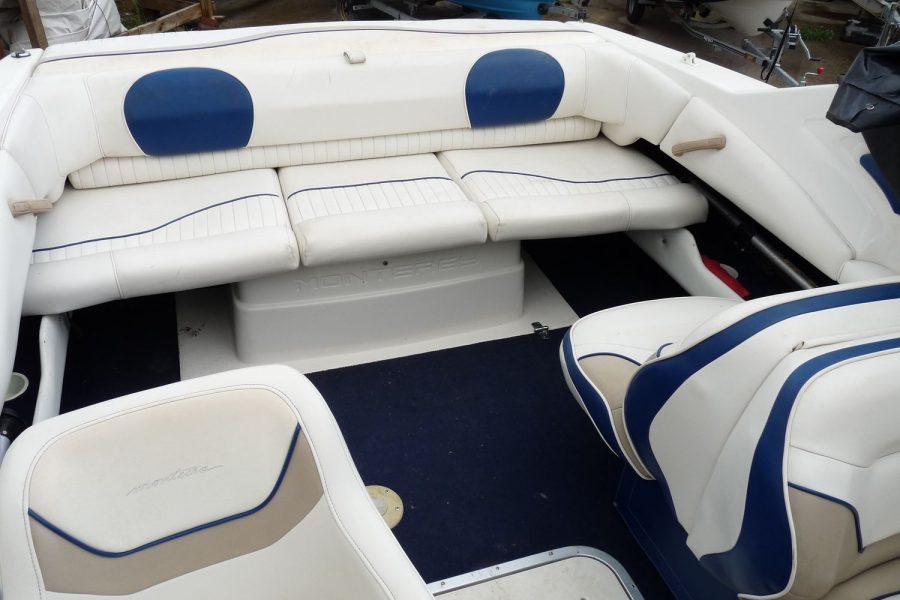 Monterey 235 Cuddy - cockpit aft bench seat