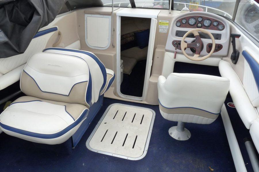 Monterey 235 Cuddy - cockpit