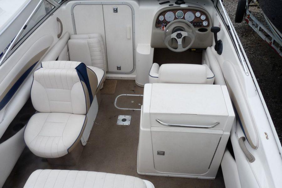 Chaparral 205 LE sportsboat - cockpit seating