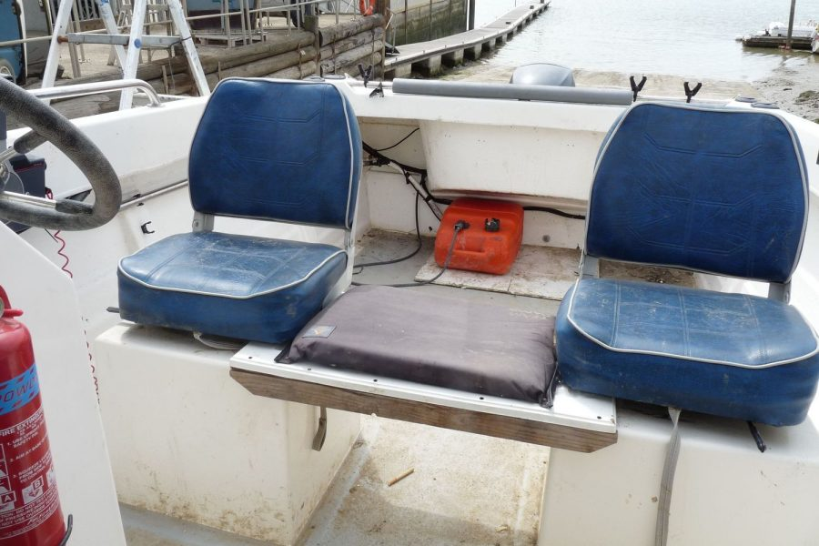 Explorer Elite fishing boat - pilot and co-pilot seats