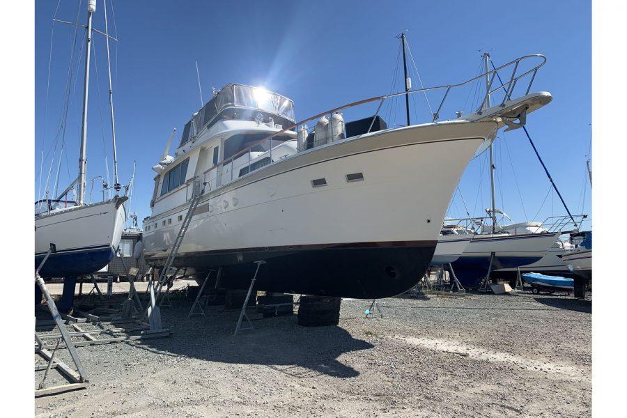 Hatteras 53 ED Motor Yacht - starboard side