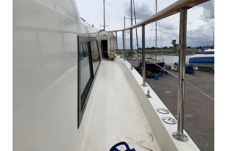 Hatteras 53 ED Motor Yacht - wide side decks