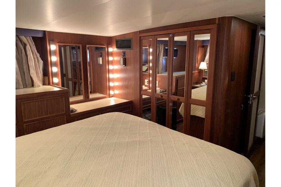 Hatteras 53 ED Motor Yacht - main cabin