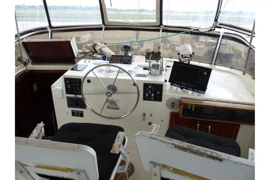 Hatteras 53 ED Motor Yacht - flybridge pilot position
