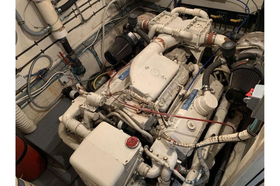 Hatteras 53 ED Motor Yacht - engine