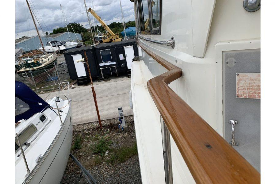Hatteras 53 ED Motor Yacht - side