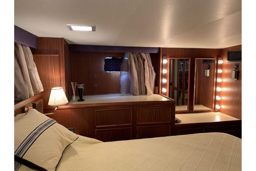 Hatteras 53 ED Motor Yacht - cabin