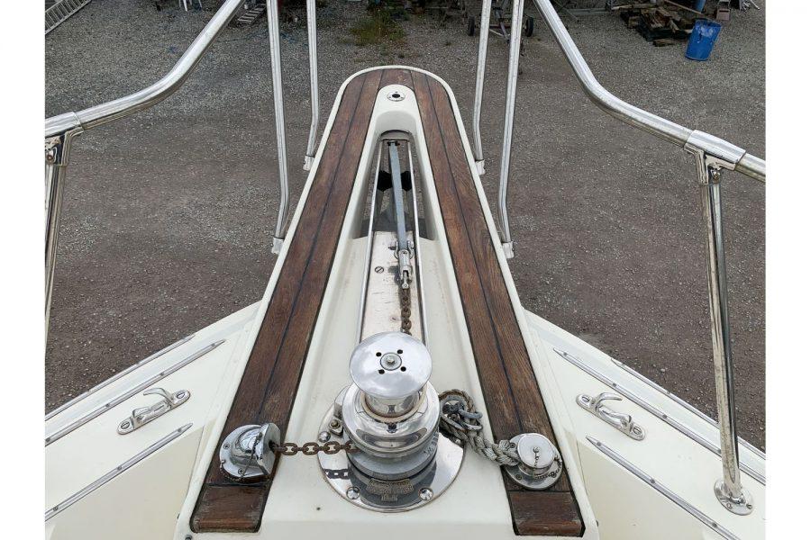 Hatteras 53 ED Motor Yacht - bowsprit