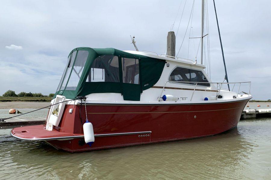 Jersey 30 motor cruiser - starboard side