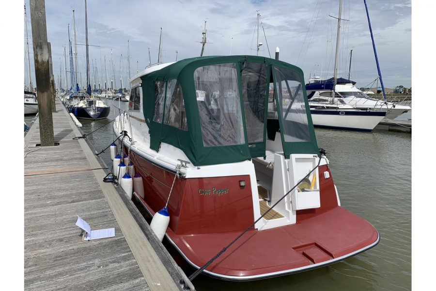 Jersey 30 motor cruiser - transom and swim platform
