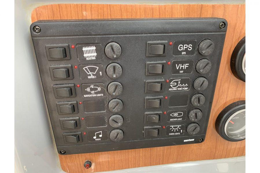 Jersey 30 motor cruiser - switch panel