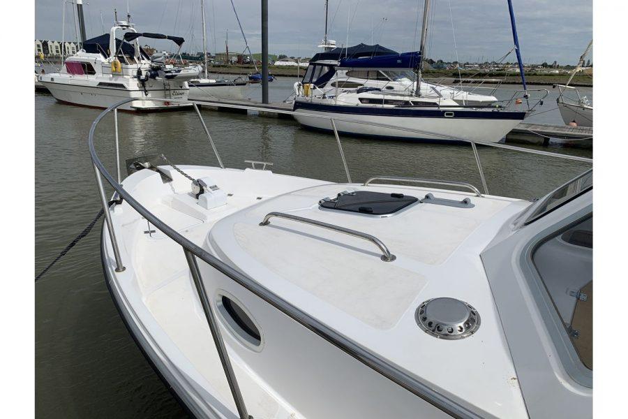 Jersey 30 motor cruiser - bow