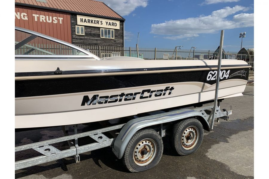 MasterCraft ProStar 190 - port side and trailer