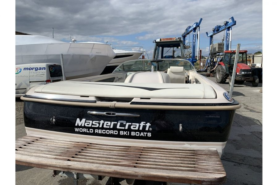MasterCraft ProStar 190 - swim platform