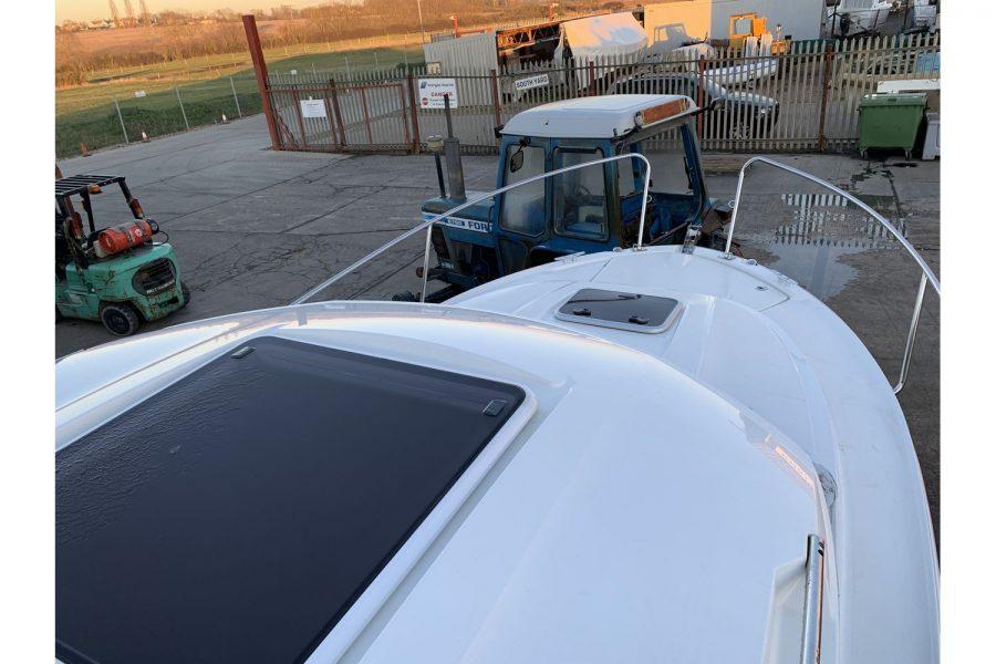 Jeanneau Merry Fisher 695 - wheelhouse roof and deck hatch