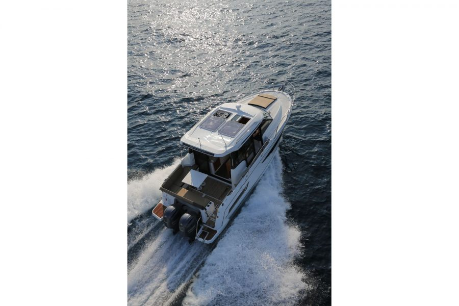 Jeanneau Merry Fisher 895 - overhead view