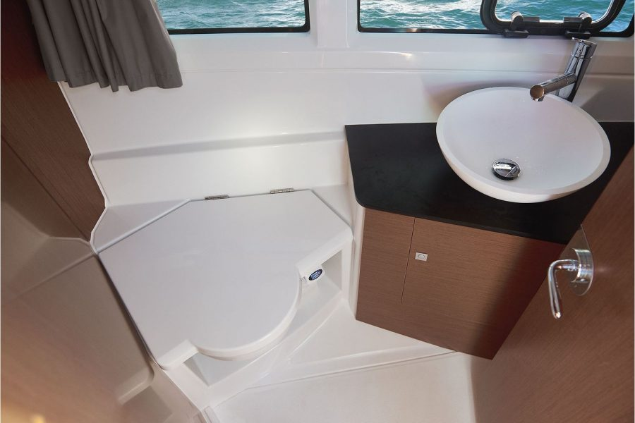 Jeanneau Merry Fisher 895 - toilet compartment