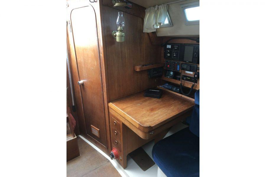Moody 34 shallow fin keel yacht - navigation electronics