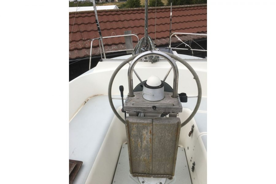 Moody 34 shallow fin keel yacht - helm position