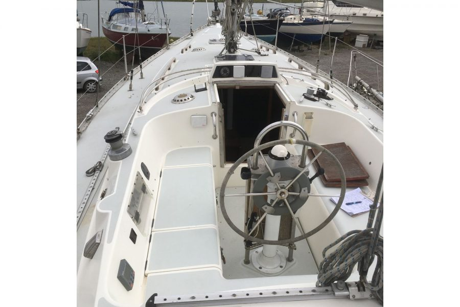 Moody 34 shallow fin keel yacht - view from helm to bow