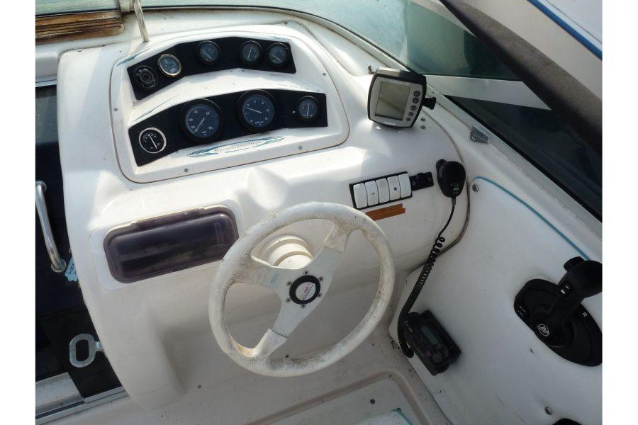 Fletcher Sportscruiser 19 GTS sport boat - helm postion