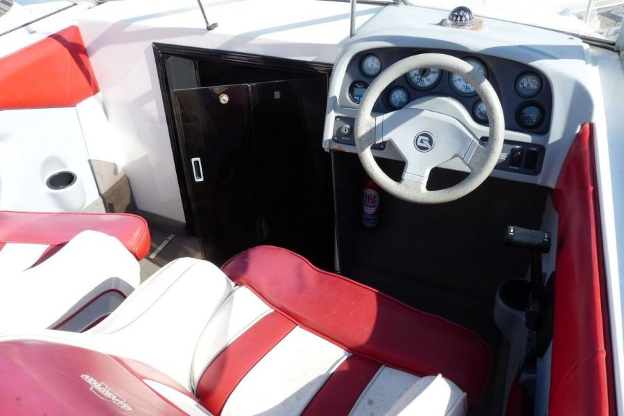 Glastron 2000 cuddy sportsboat - helm position