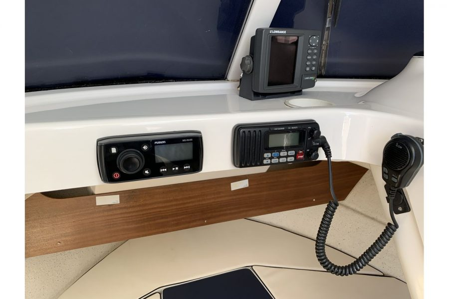 Quicksilver 640 fisherman - navigation and entertainment electronics