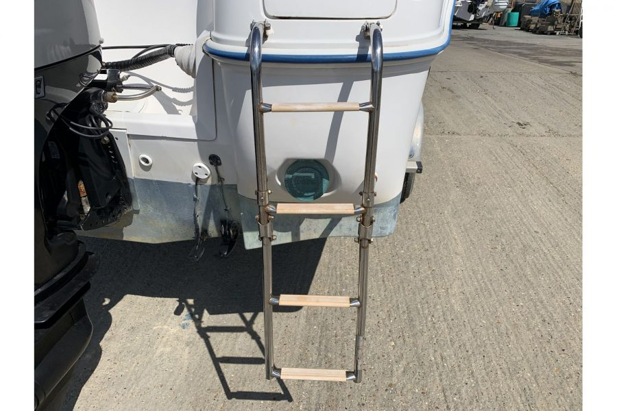 Quicksilver 640 fisherman - transom boarding ladder