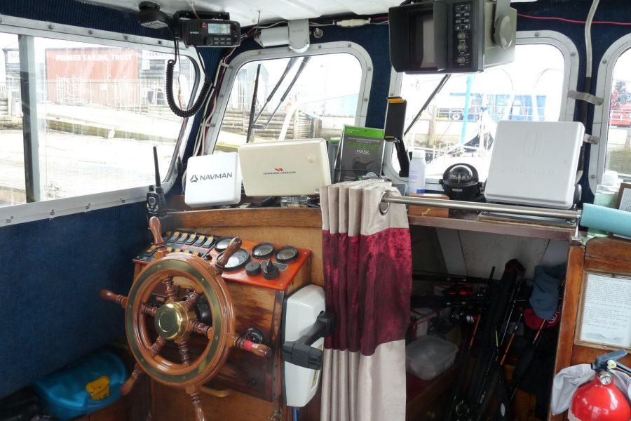 Starfish 8m fishing boat - helm position