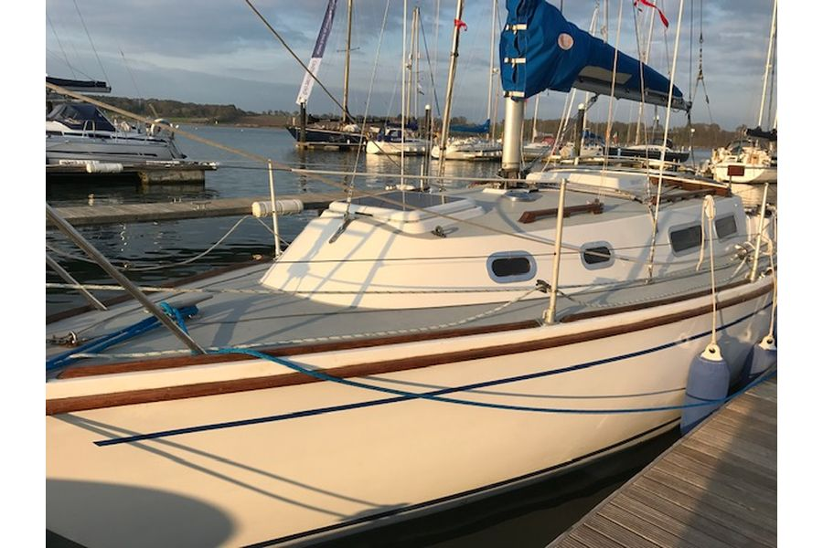 Westerly Griffon 26 - port side bow