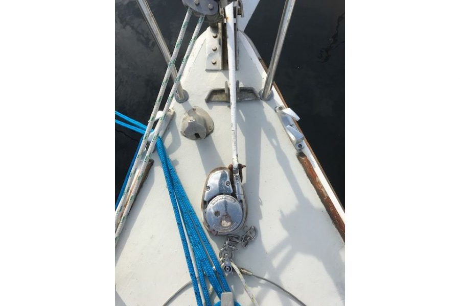 Westerly Griffon 26 - anchor windlass