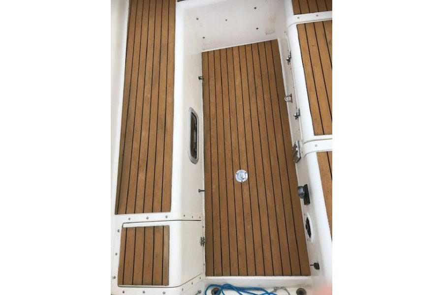 Westerly Griffon 26 - TekDek synthetic teak deck
