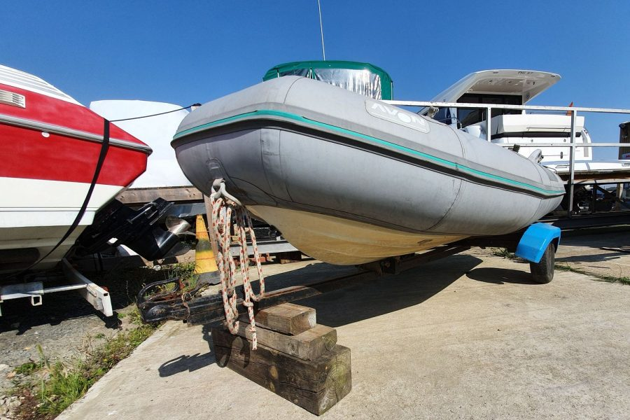 Avon 3.11M RIB - hull from bow