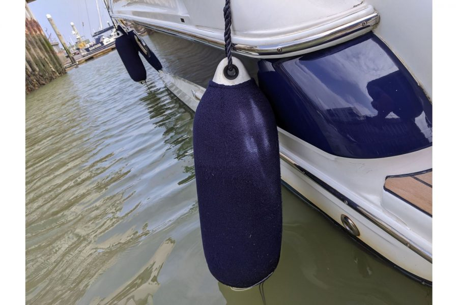 Doral Monticello sports cruiser - starboard side and fenders