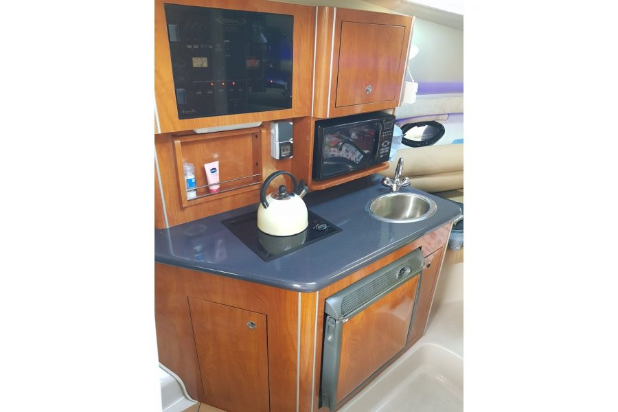 Doral Monticello sports cruiser - galley