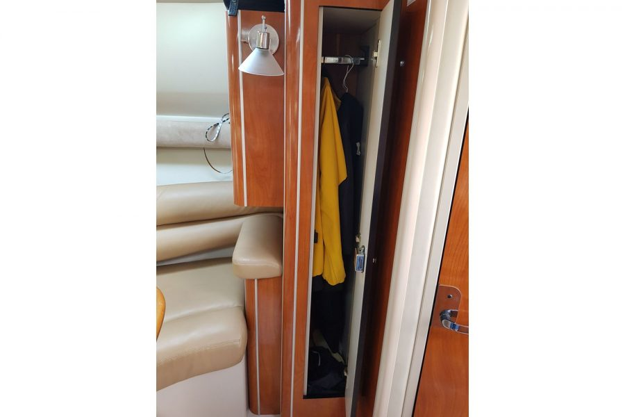 Doral Monticello sports cruiser - wardrobe