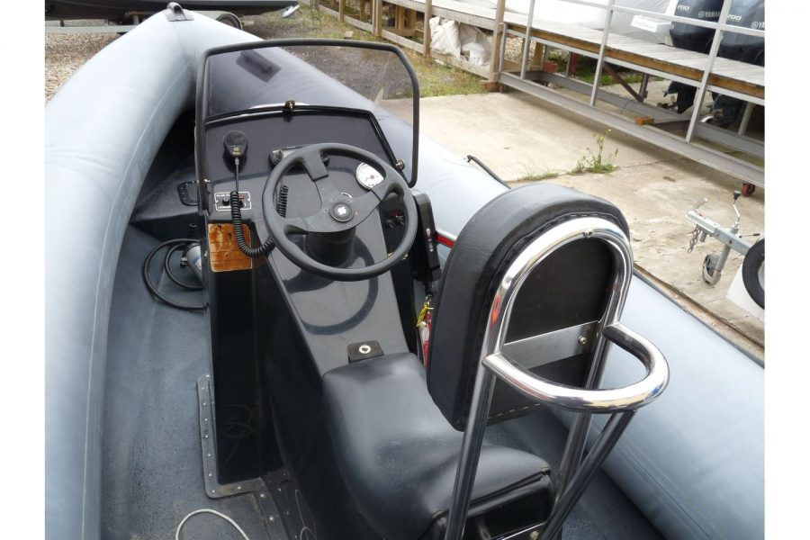 Humber Destroyer 7m RIB - helm position