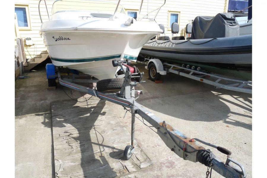 Jeanneau Leader 545 - bow and trailer