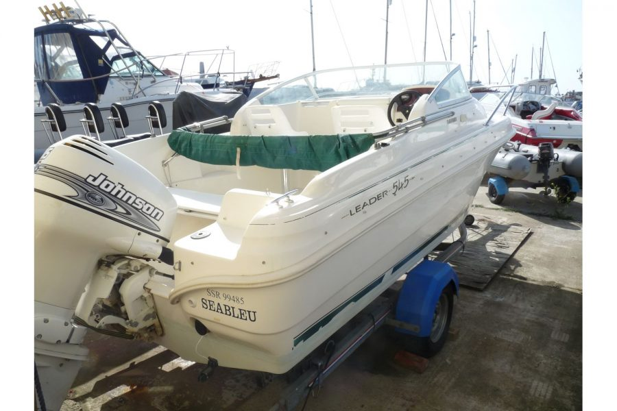 Jeanneau Leader 545 - starboard side and transom