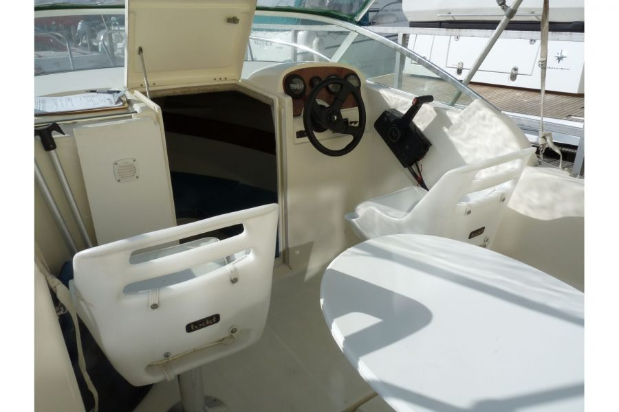 Jeanneau Leader 545 - seats and helm position