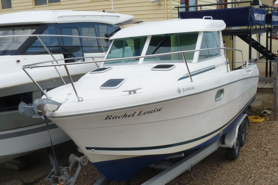 Jeanneau Merry Fisher 695 diesel - port side bow