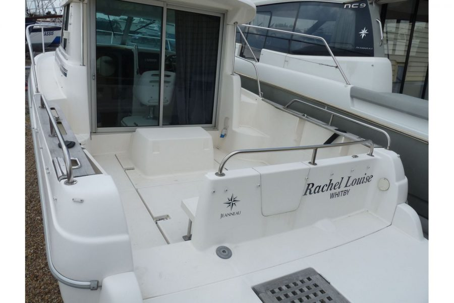 Jeanneau Merry Fisher 695 diesel - cockpit gate