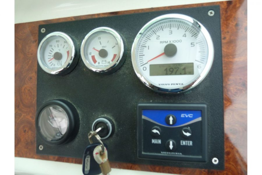 Jeanneau Merry Fisher 695 diesel - engine gauges