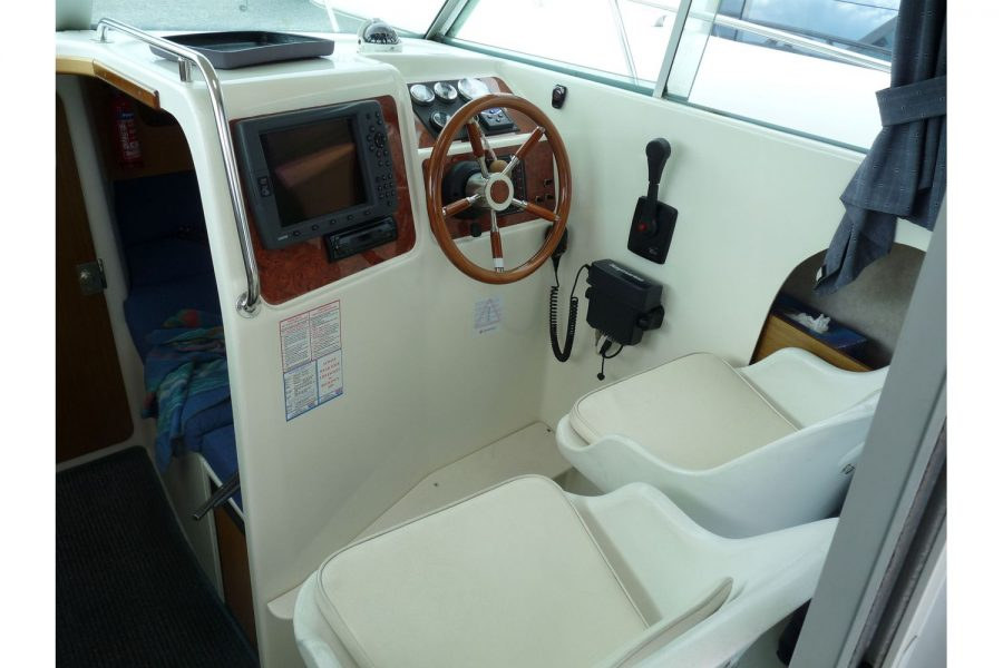 Jeanneau Merry Fisher 695 diesel - helm position