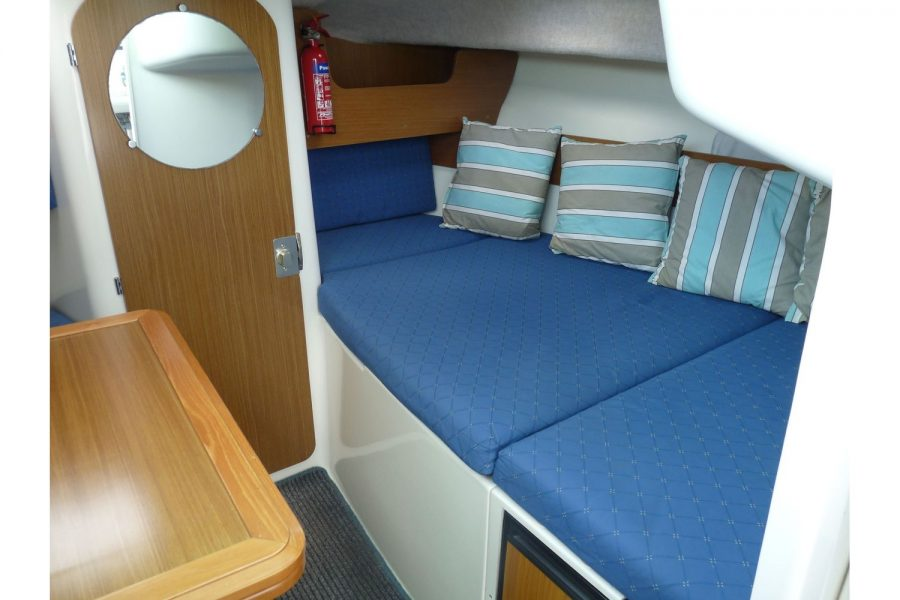Jeanneau Merry Fisher 695 diesel - starboard side double berth